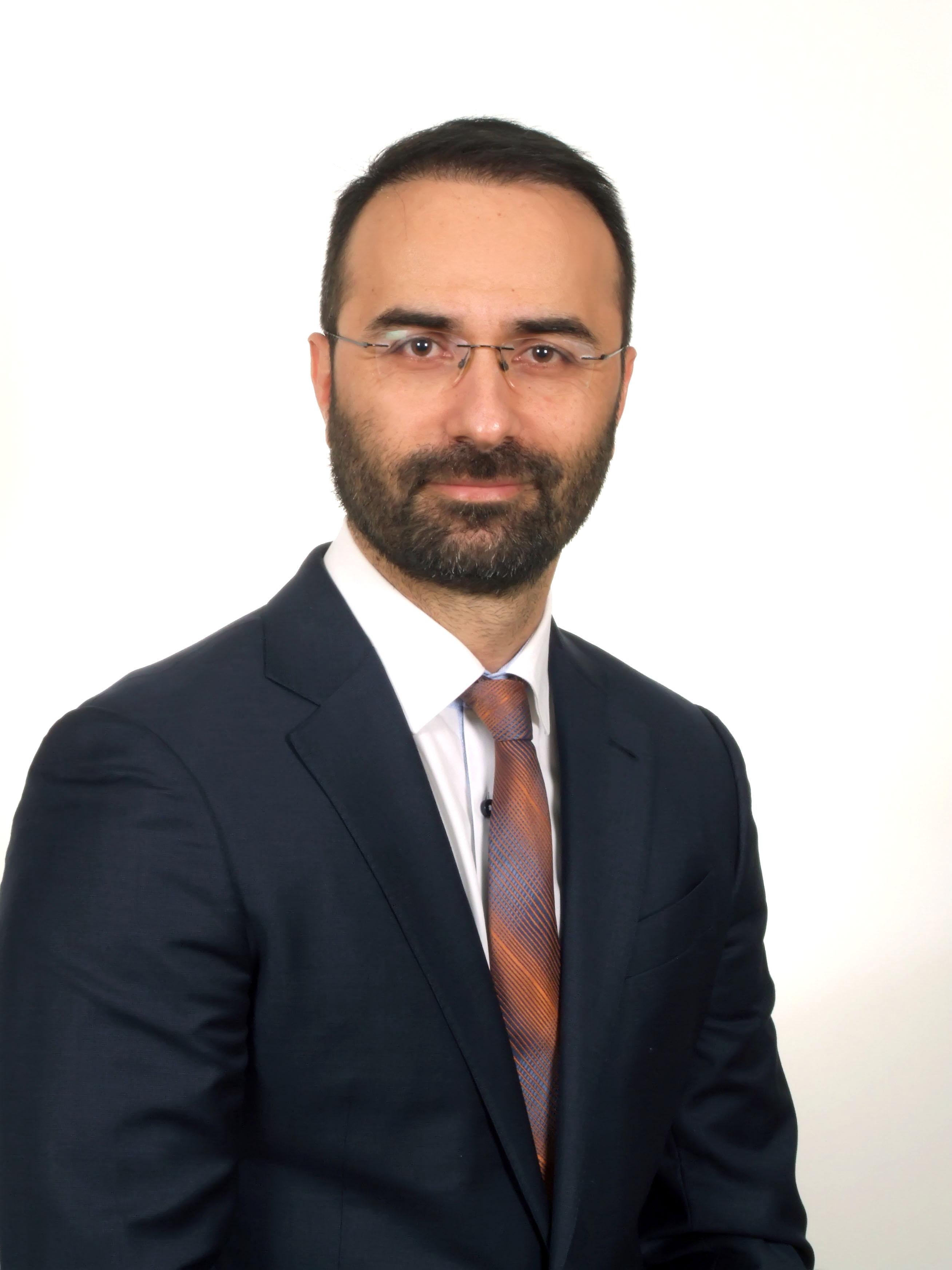 O κ. Παντελής Σταυρινού, Διευθυντής Νευροχειρουργός στο Metropolitan Hospital, επίκουρος Καθηγητής Πανεπιστημίου Κολονίας στη Γερμανία