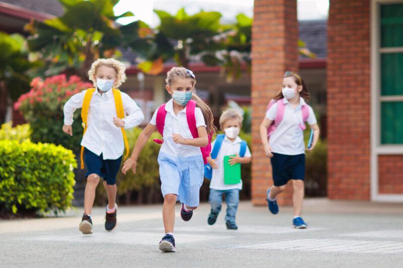 παιδιά μάσκες κοροναϊός επιστροφή στο σχολείο